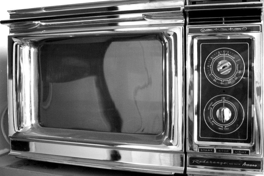 retro mikrowelle die mikrowelle im stil der 70er jahre. Black Bedroom Furniture Sets. Home Design Ideas